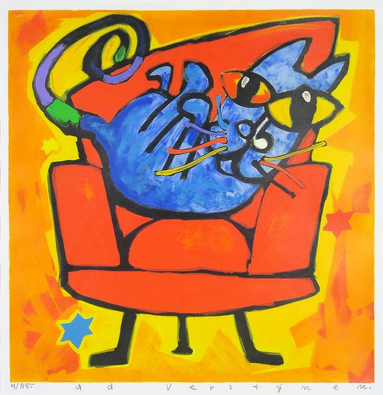 Poes op rode stoel